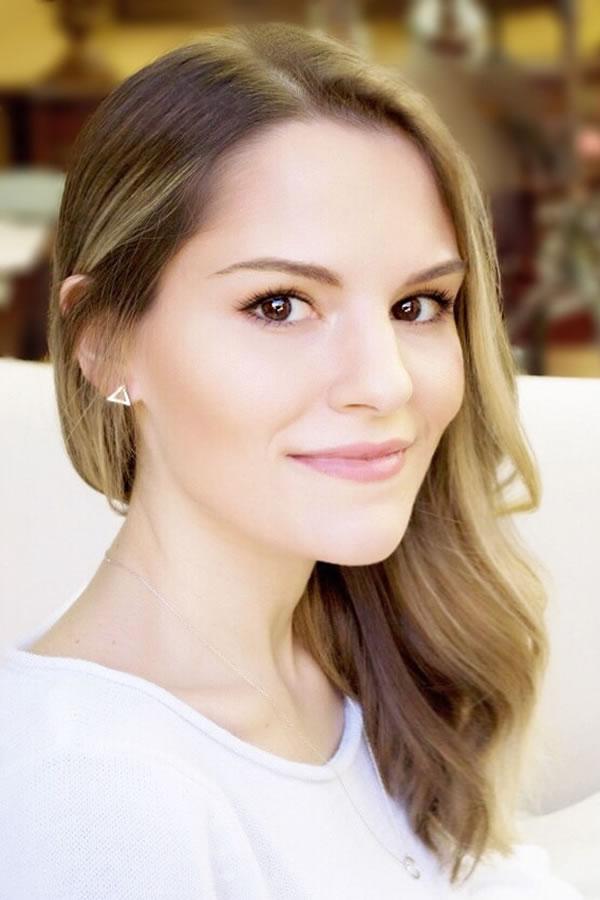 Lynnsey Robinson-Gutierrez, Certified Hypnotherapist